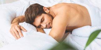 homem-dormindo-e-tendo-sonhos