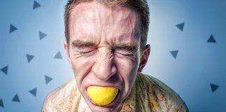 pessoas-amargas-chupam-limão-azedo