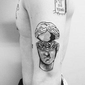 """19 ideias de tatuagens para os homens mais radicais15 300x300 - 18 ideias de tatuagens para os homens mais """"radicais"""""""
