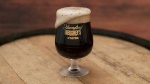 hersheys lancou a sua primeira cerveja de chocolate2 300x169 - Hershey's lançou a sua primeira cerveja de chocolate