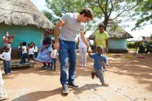 roger federer fornece educacao e comida para um milhao de criancas1 300x200 - Roger Federer fornece educação e comida para um milhão de crianças