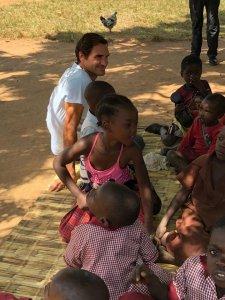 roger federer fornece educacao e comida para um milhao de criancas3 225x300 - Roger Federer fornece educação e comida para um milhão de crianças