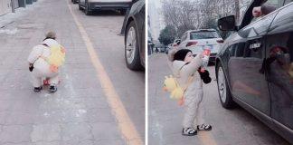 menino da licao a motorista devolvendo a garrafa que tinha jogado para o chao 324x160 - Início