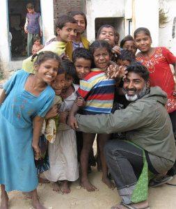 4 253x300 - Homem salva mais de 2.500 crianças do tráfico sexual
