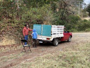 EtW6mH0WQAAKuo5 300x225 - Professor põe lousa em caminhão e dá aulas em área rural na pandemia