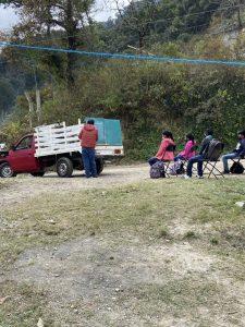 EtW6mH1XIAY6MYT 225x300 - Professor põe lousa em caminhão e dá aulas em área rural na pandemia
