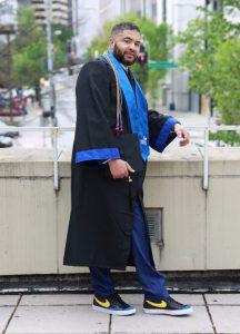1 216x300 - Após 23 anos como zelador, aos 43 anos, ele se torna professor.